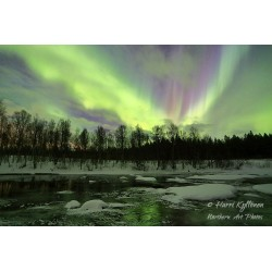 Northern lights on the river - Canvas print
