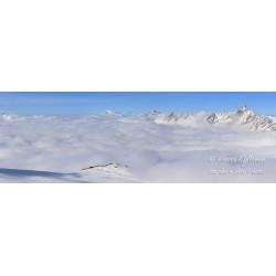 Pilvien yllä - HD - Juliste