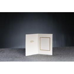 Valkoinen kiitoskortti ja revityt reunat